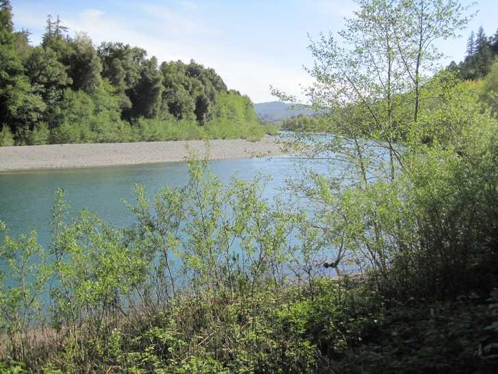 Loeb_west_view_of_river045353.JPG