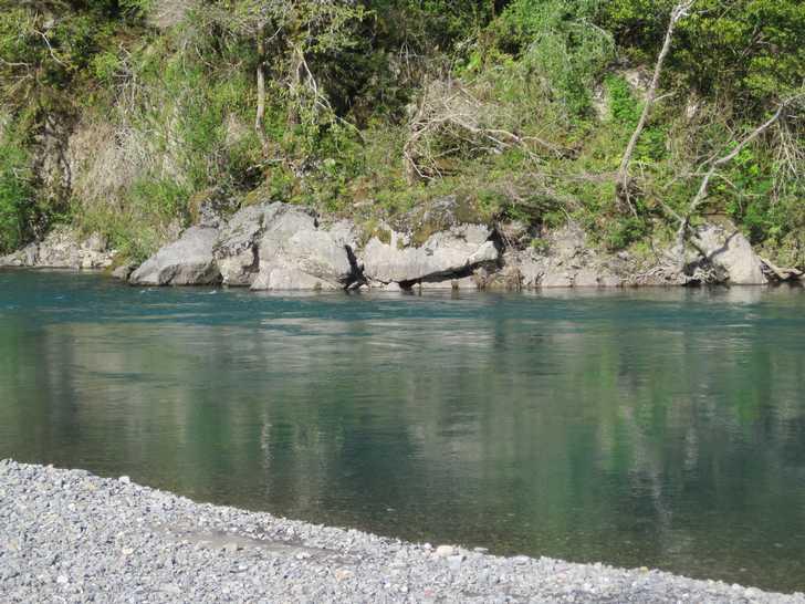 Loeb_river-gravel_bar045909.JPG