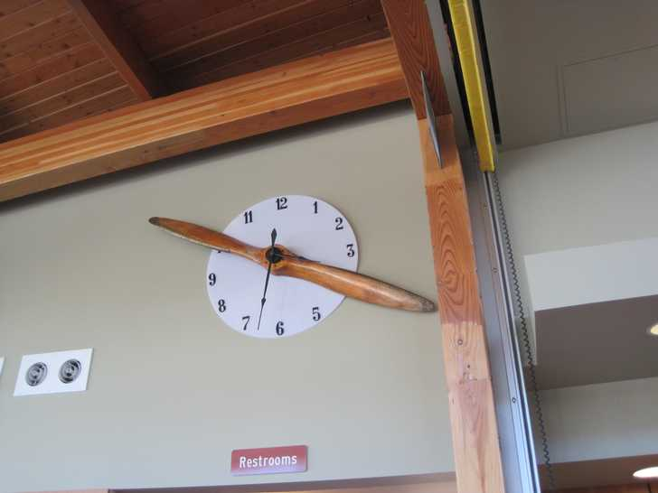 Crissey_propellor_clock053859.JPG