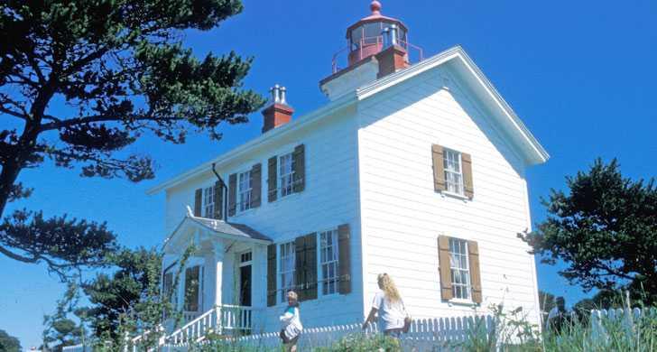 yaquina_bay_lighthouse083943.jpg