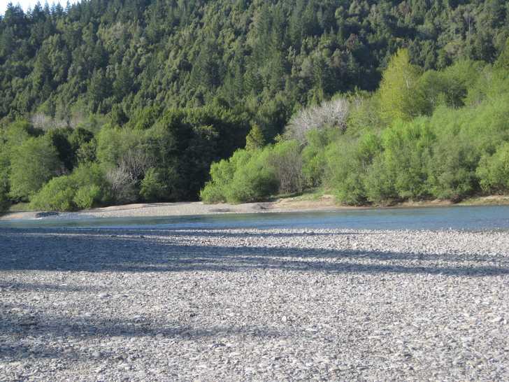 Loeb_gravel_bar-river045700.JPG