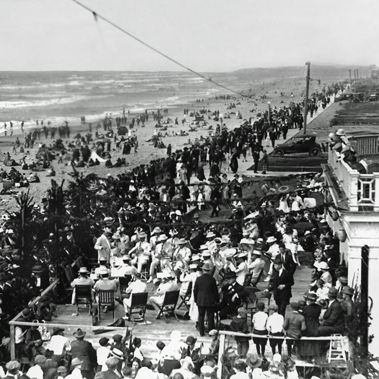 G2-SeasideProm-SeasideHistoricalSocietyMuseumBruceAndrewsSMP006-Band-front-of-Hotel-on-Prom-Aug-1921.jpg