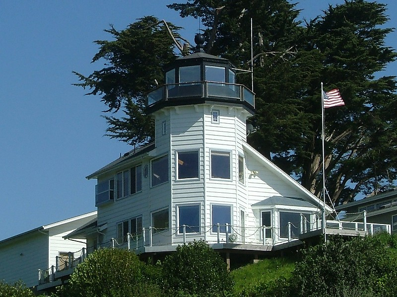 Pelican Bay Lighthouse.jpg