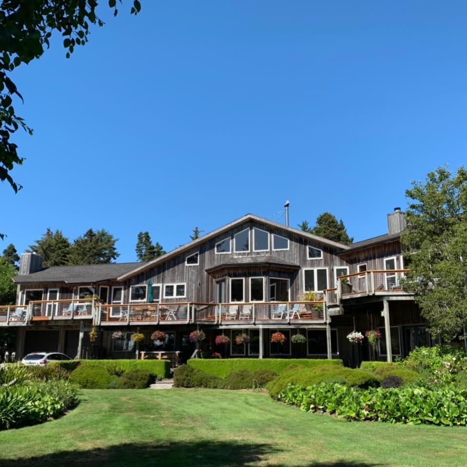 Floras Lake House Bed & Breakfast.jpg
