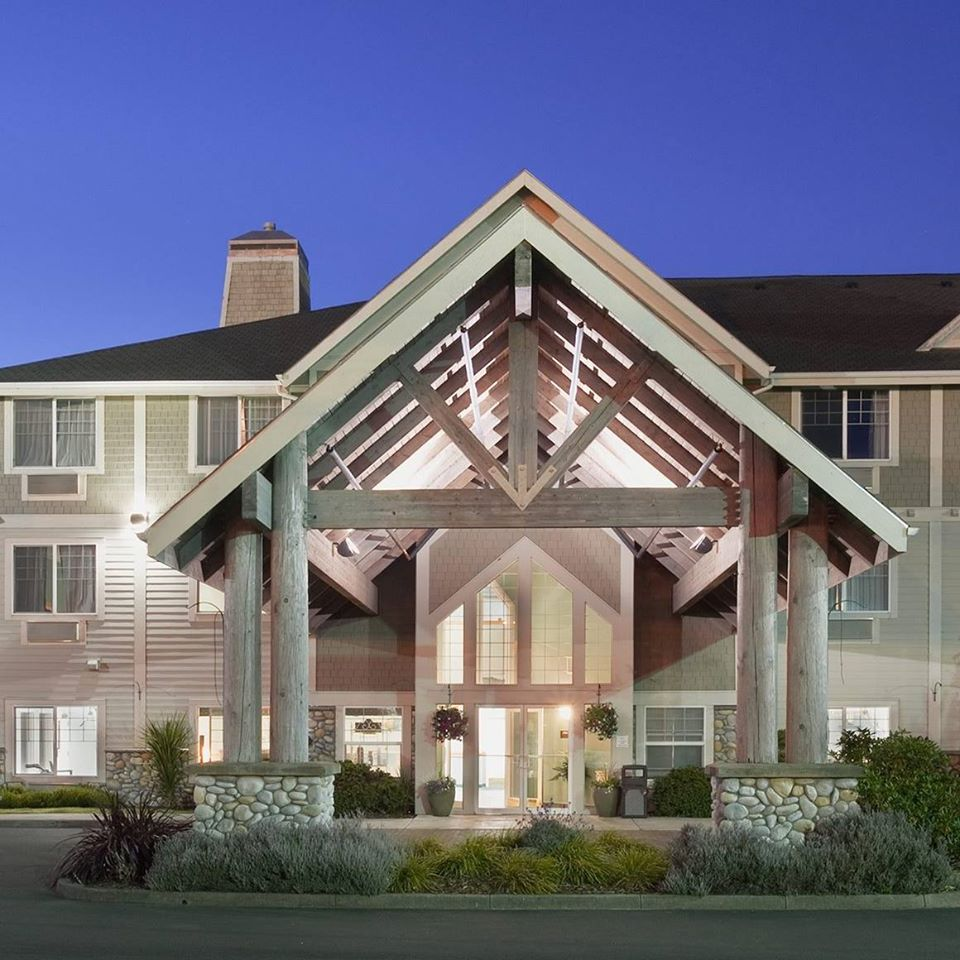 La Quinta Inn & Suites.jpg