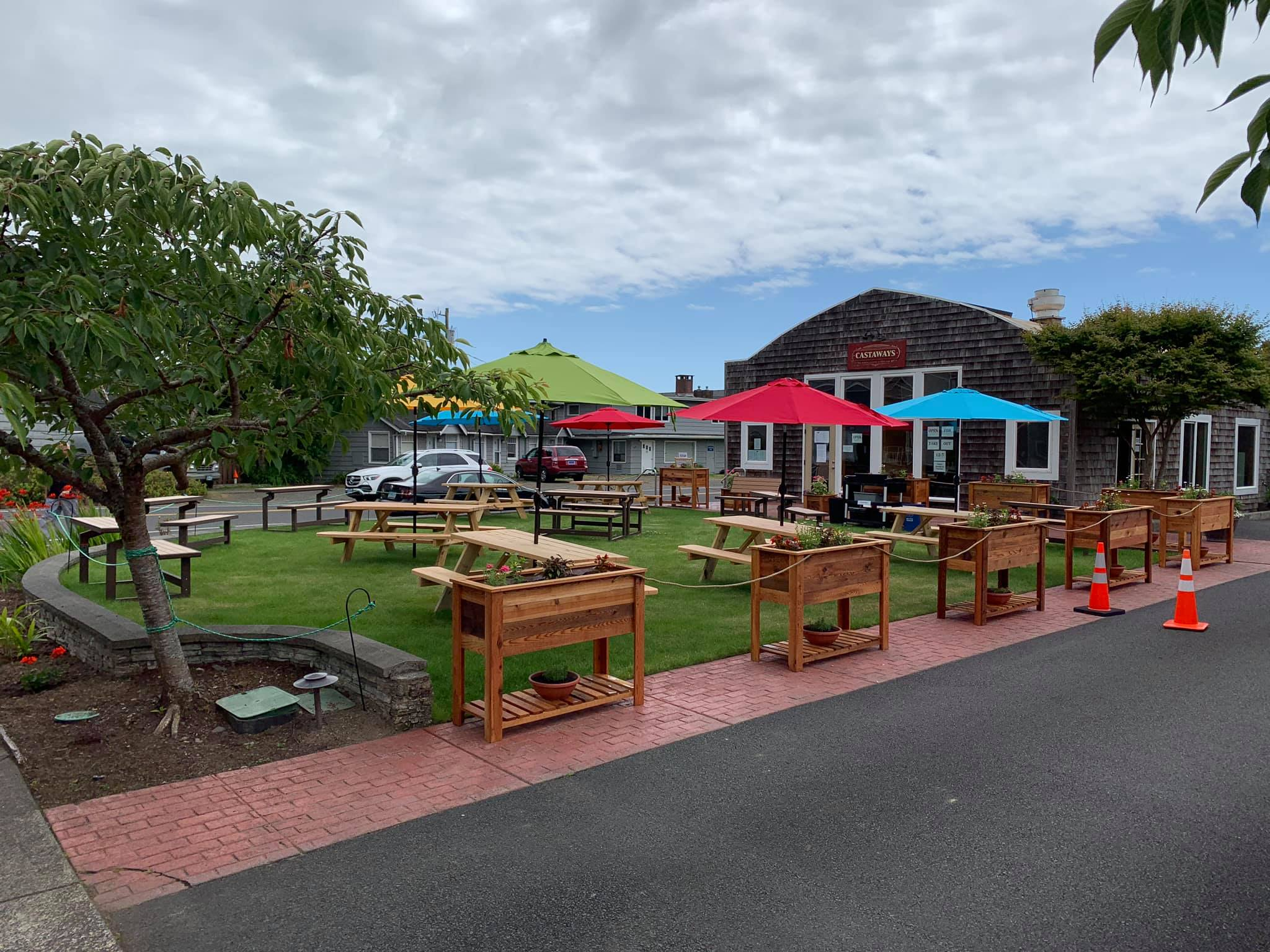 Castaways Restaurant & Tiki Bar.jpg