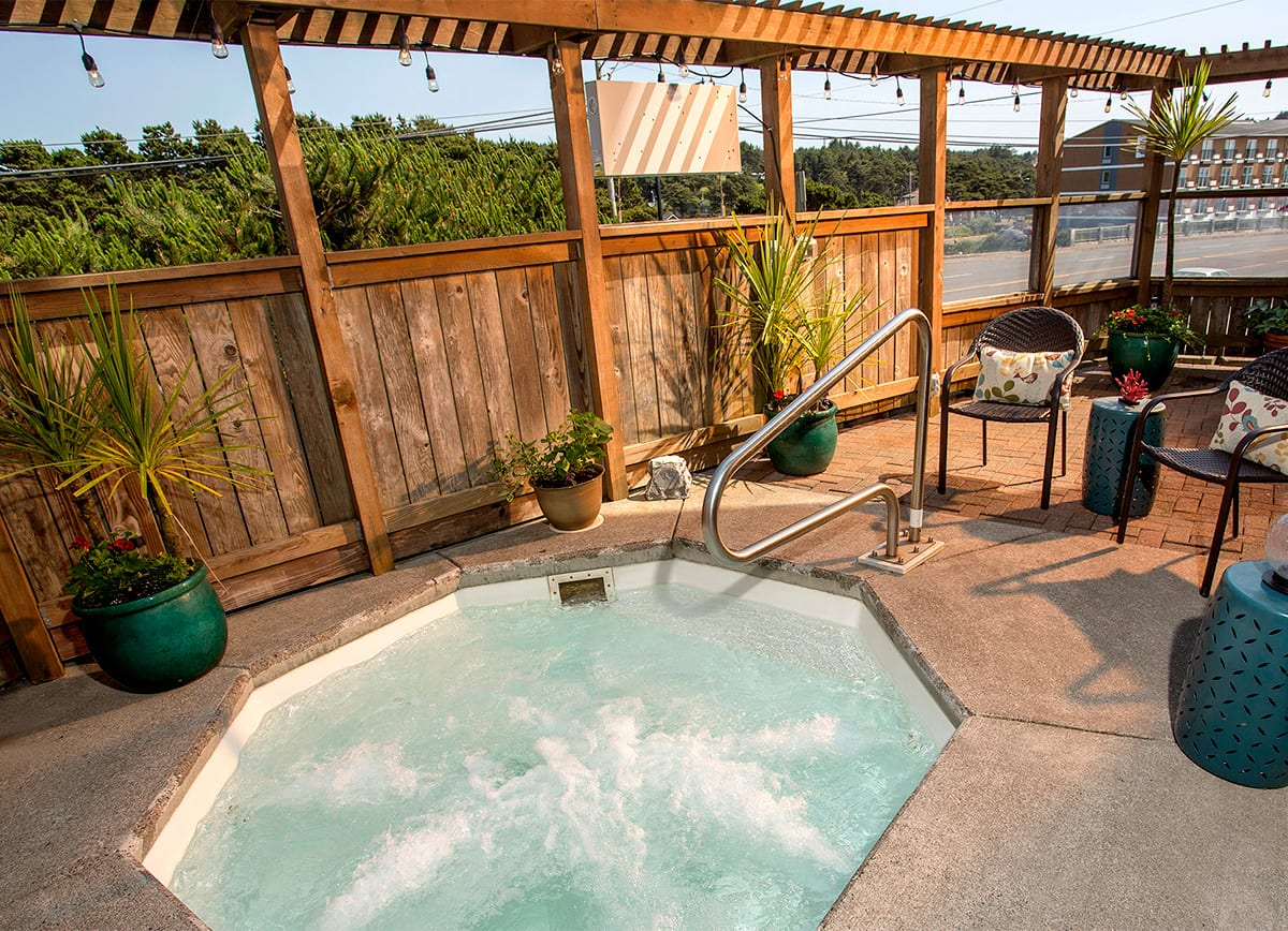 Shearwater-Inn-hot-tub.jpg