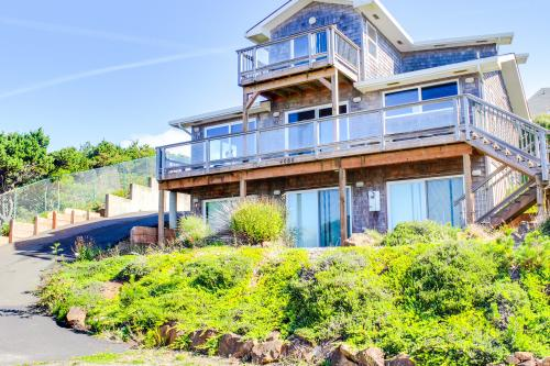 Vacasa Vacation Rentals - Depoe Bay.jpg