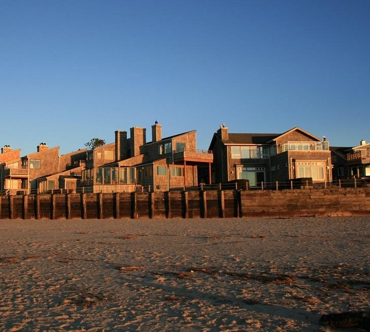 The Waves Oceanfront Motel.jpg