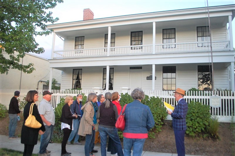 Group of people in front of Monteith House, Albany Oregon