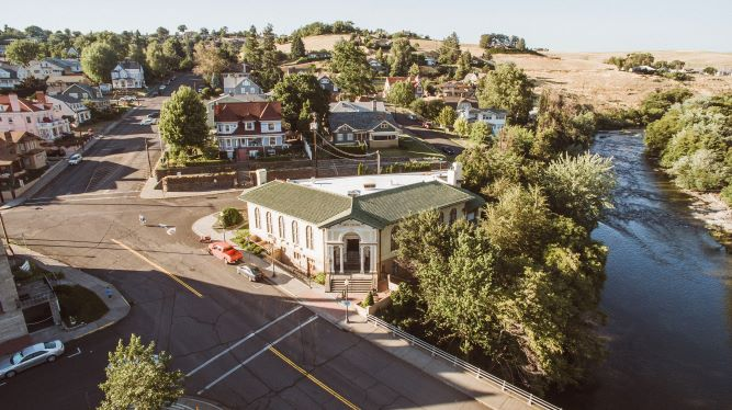 Pendleton Center for the Arts and the Umatilla River